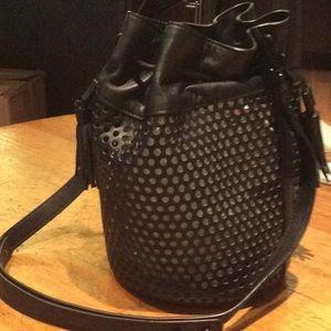 Handbag bucket style